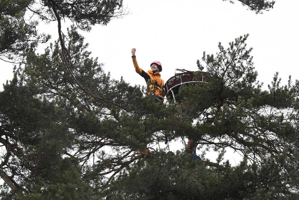 Daniel Schmidt taking high altitude selfie